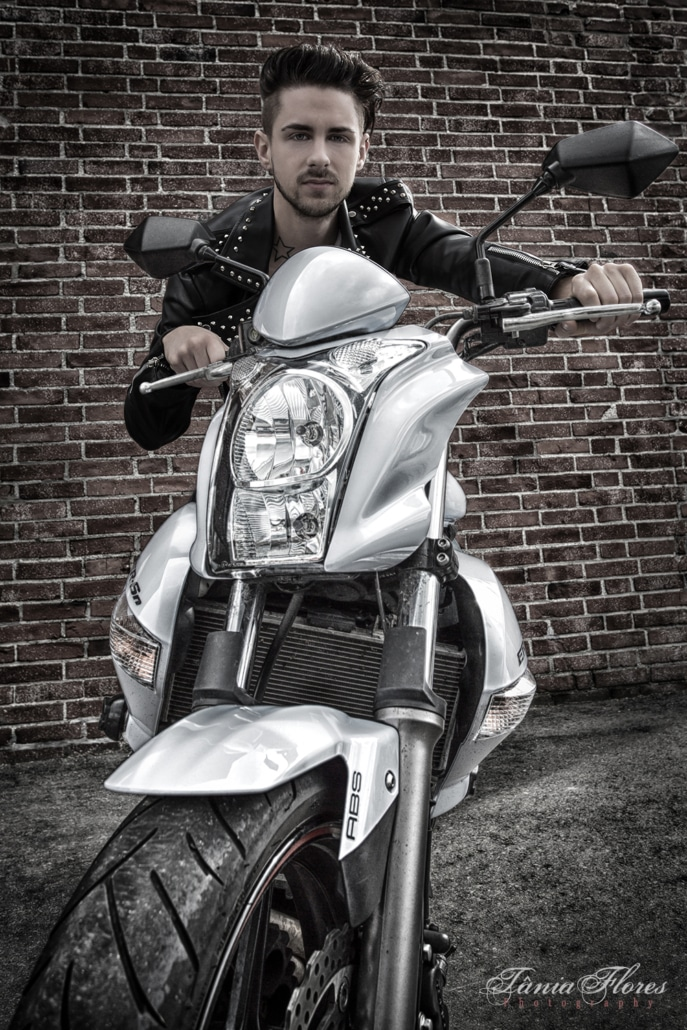tania-flores-photography-portrait-bike-1