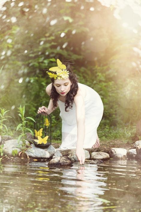 Tania-Flores-Photography-portrait-hello-yellow-2