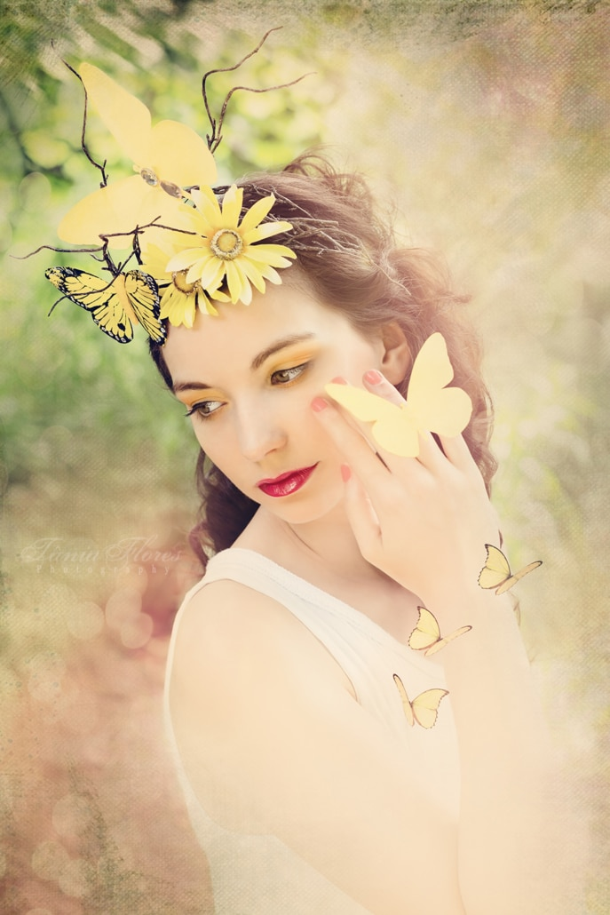 Tania-Flores-Photography-portrait-hello-yellow-3