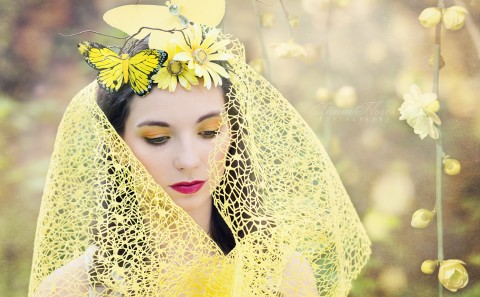 Tania-Flores-Photography-portrait-hello-yellow-4